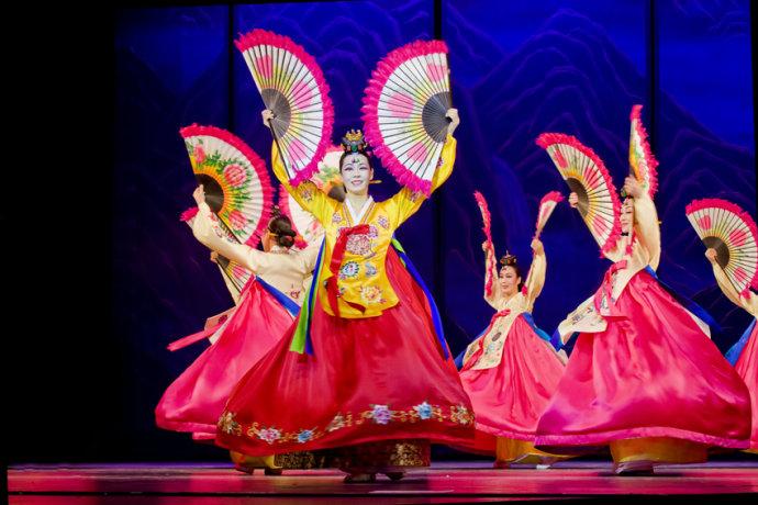原创大型音乐舞蹈叙事诗《盛开的金达莱》成功首演