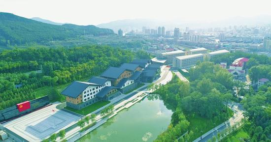 杨靖宇干部学院已投入使用区域俯瞰图。徐基砝摄