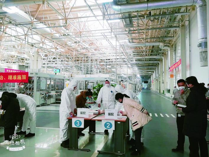 一汽-大众长春EA211发动机工厂生产防控两不误。 杨洪伦 摄