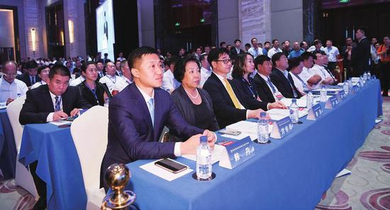 韩丹作为全球吉商优秀企业家代表应邀出席本届吉商大会开幕式。