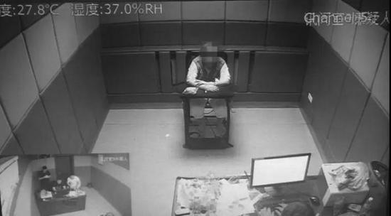 犯罪嫌疑人接受审讯 警方供图