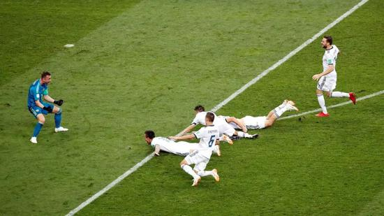 俄罗斯队员获胜后庆祝
