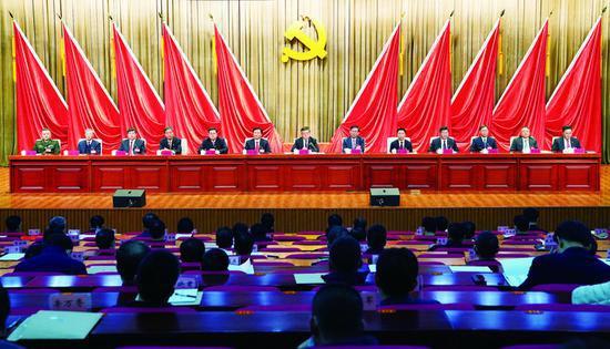 12月10日,中共长春市委十三届十次全体会议在长春市委党校召开。会议由长春市委常委会主持。 李天/摄