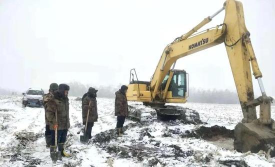 放牛沟泵站五期原水管线抢修作业现场