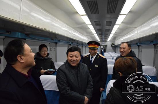 辽源市副市长谭海到直达列车视察