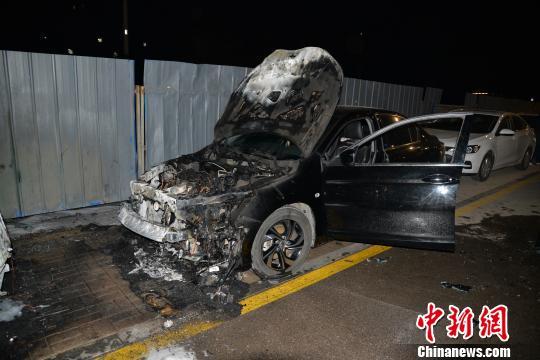 图为被烧车辆。 太原市公安局提供 摄