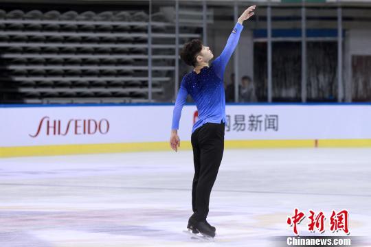 张鹤获精英成年组男单冠军。 主办方 摄