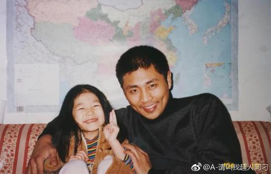 胡先煦女友刁卓父亲是刁海明(右一),主演过《士兵突击》