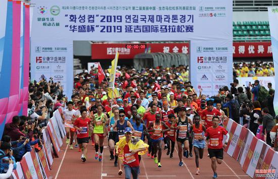 2019延吉国际马拉松赛暨第二届美丽中国·生态马拉松系列赛延吉站比赛鸣枪起跑