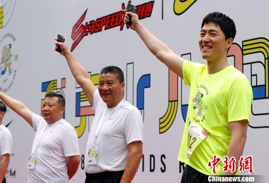 首届上马SpeedX系列赛耐克少儿跑6月3日在上海儿童艺术剧场拉开序幕。 汤彦俊 摄