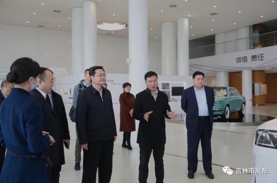 吉林市市长王路(右四)在长城汽车公司考察