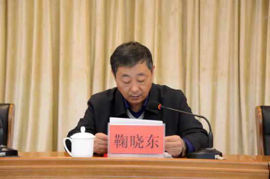 白山市民政局长鞠晓东同志宣读《关于同意成立白山市互联网业联合会的批复》