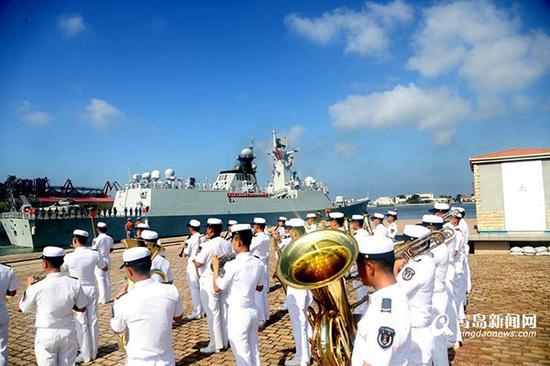军乐队欢30批护航编队芜湖舰起航