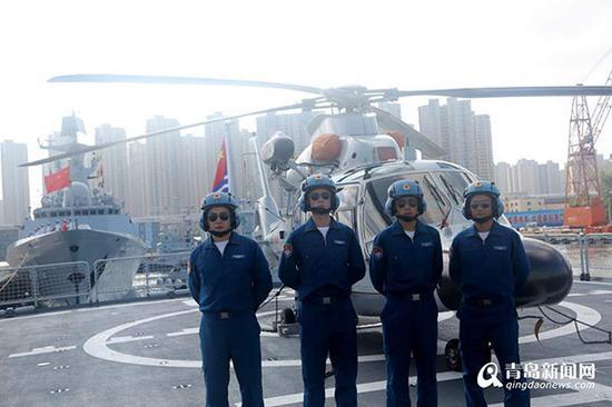 30批护航编队随舰机组人员待命