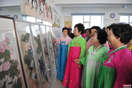 延吉市社区举办纪念改革开放40周年主题书画展