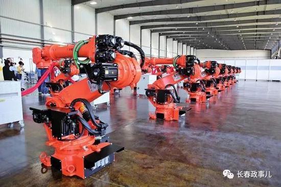 全球市场上第一款双焊头点焊机器人
