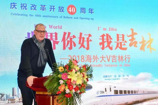 澳大利亚迪肯大学国际关系专家杜甫温作为海外大V代表发了言