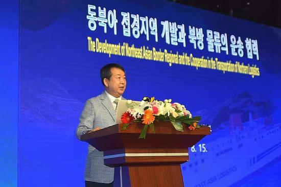 东北亚物流研究院院长白晟昊作主旨演讲