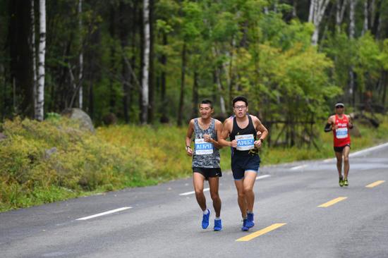 半程马拉松男子组冠军