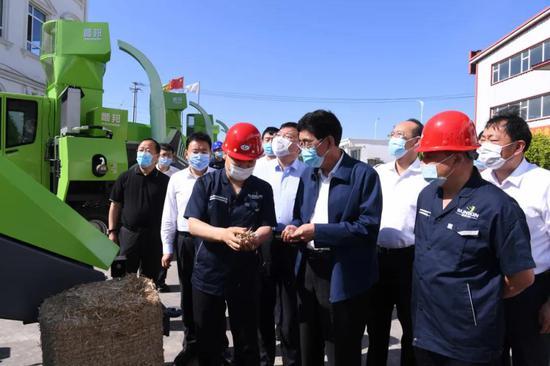 巴音朝鲁在四平市顺邦农机制造有限公司,就农机生产情况调研