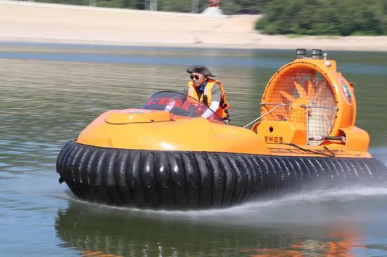 应急抢险气垫船