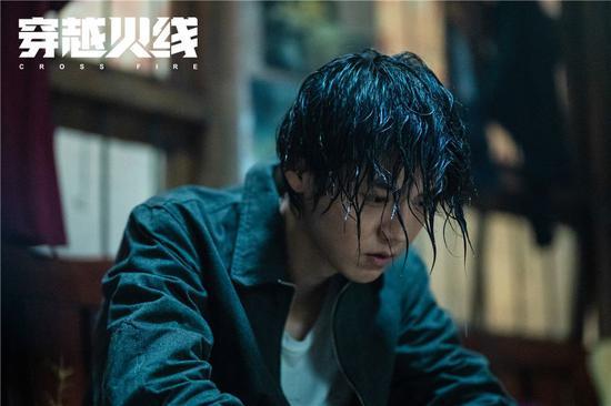 鹿晗饰演肖枫。