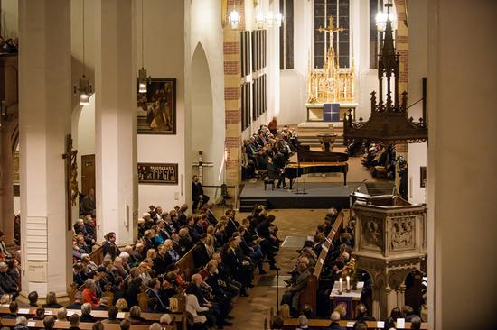 郎朗在圣托马斯教堂演出