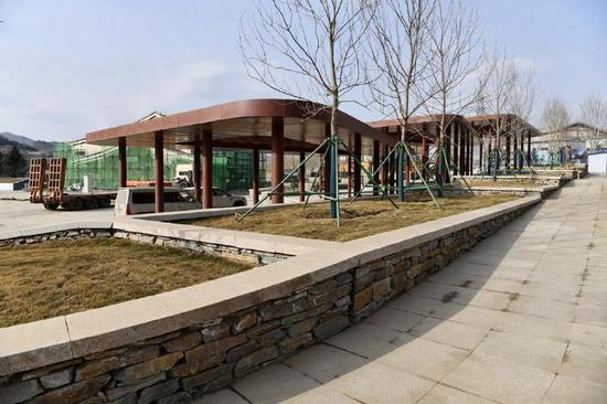 城市文化区次入口广场的廊架已基本完工。