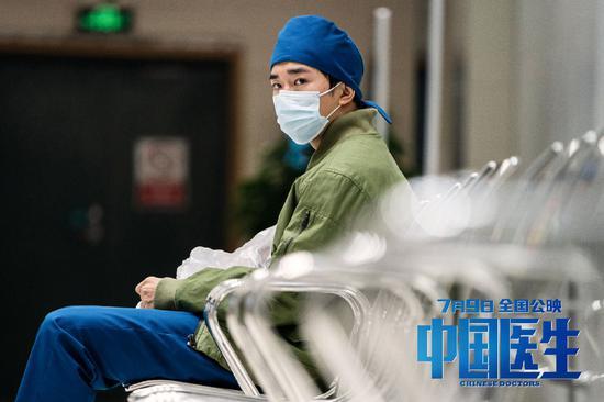 易烊千玺饰演杨小羊。图片来自官方微博