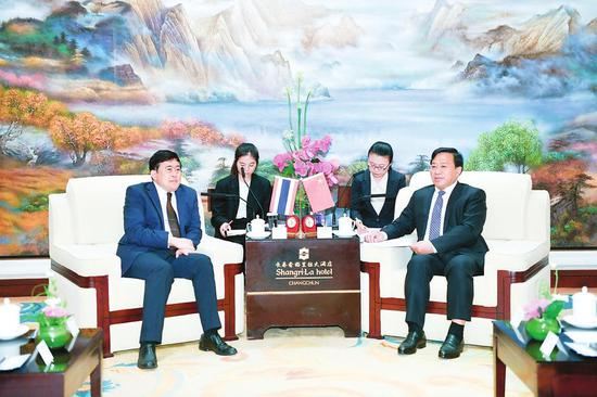 7月9日,吉林省委副书记、省长韩俊在长春会见了泰国驻华大使阿塔育·习萨目一行。本报记者宋锴摄