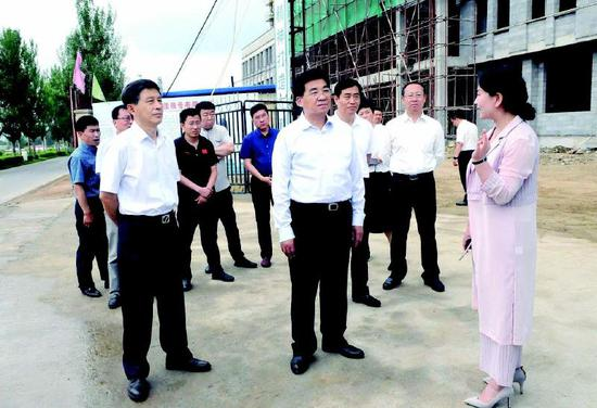 6月27日上午,通化市委书记王志厚调研教育、文化、体育发展有关工作。记者王冬实摄