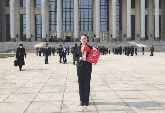 """2021年2月,曾丽圆获评""""全国脱贫攻坚先进个人""""。"""