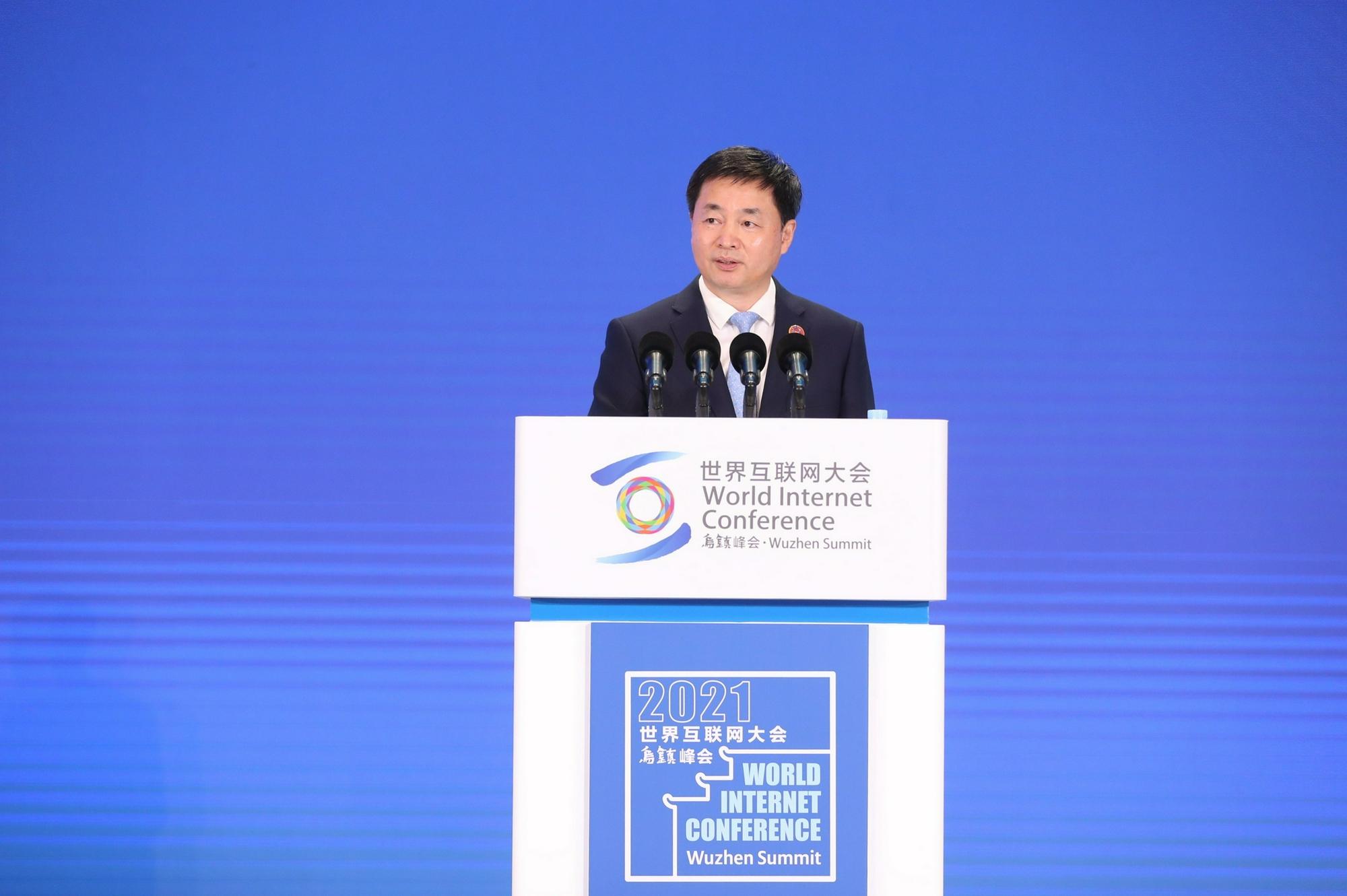 中国电信柯瑞文在大会上发表讲话