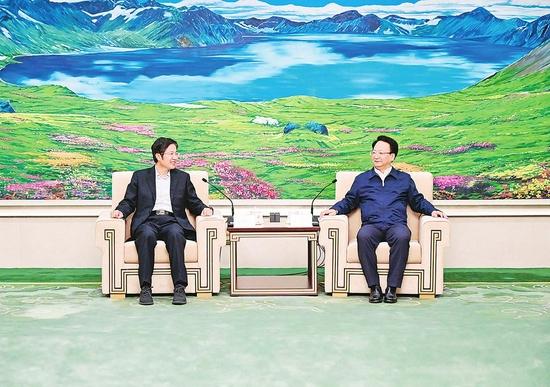 10月13日,吉林省委书记景俊海在长春会见全国政协副主席、全国工商联主席高云龙一行。 本报记者 邹乃硕 摄