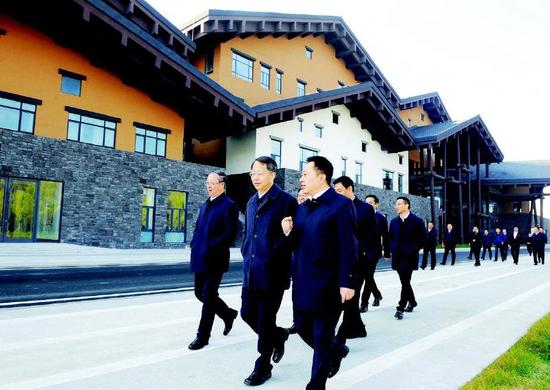 在通期间,台州市党政代表团在通化市委书记高志国等市领导的陪同下考察杨靖宇干部学院。记者袁昊摄