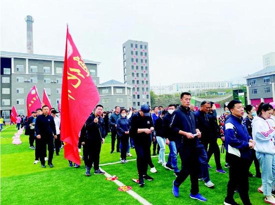 """2020年通化市""""健康通化·悦动山城""""健康徒步节活动。记者刘书晗摄"""