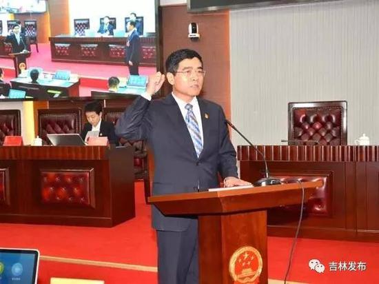 会上,吉林市副市长、吉林市公安局局长刘磊进行宪法宣誓。
