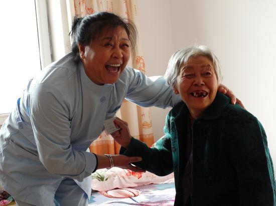 绿园区温馨老年服务中心为老人开展居家养老服务。