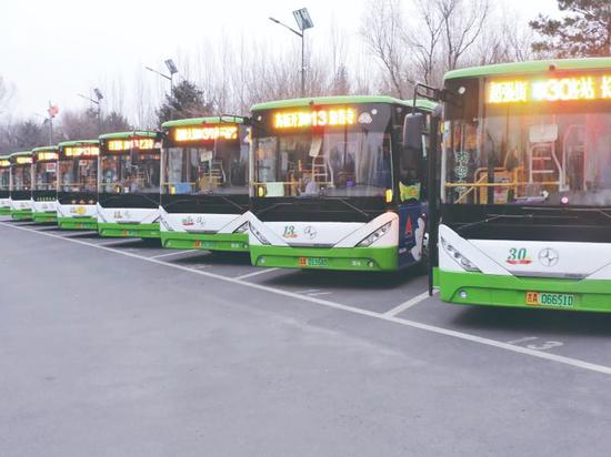 纯电动新能源公交车安全舒适、绿色环保。 孙建一 摄