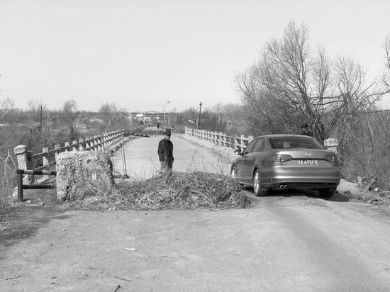 耿家屯桥修建于1983年,现在这座桥已经成为一座危桥。