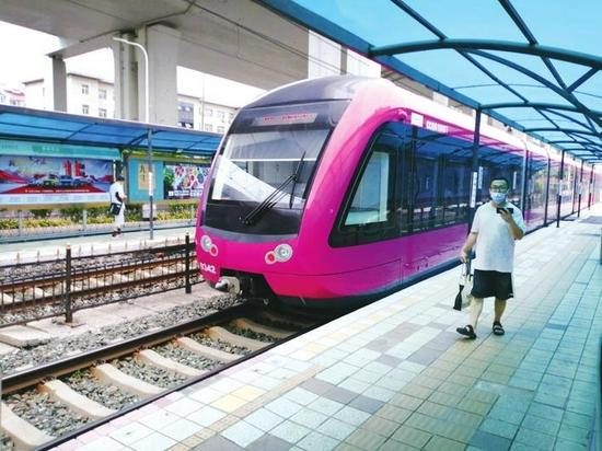 长春轨道交通3、4号线增购车上线 新轻轨列车亮相!