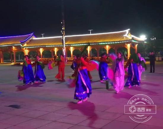 长白广场跳舞