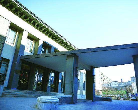 坐落在长江路上的长春市话剧院。 石天蛟 摄