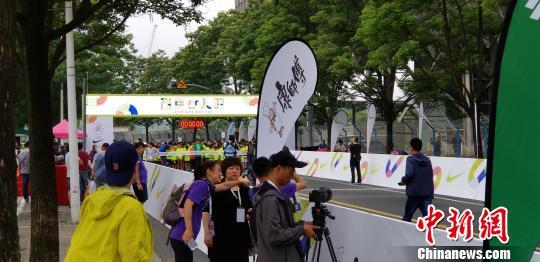 首届上马SpeedX系列赛耐克少儿跑6月3日在上海儿童艺术剧场拉开序幕。 缪璐 摄