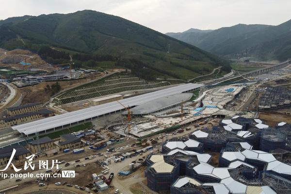 2022北京冬奥工程京张高铁太子城站客运枢纽工程封顶