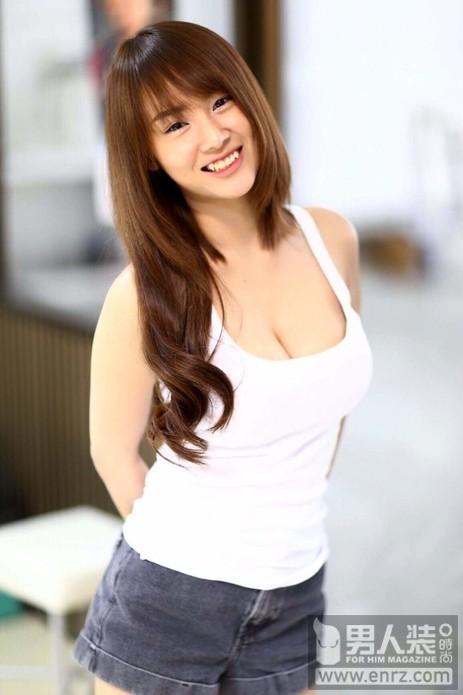 夏天穿着要清凉!泰国最胸女主播晒私照