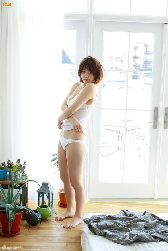 日本清新嫩模闺房写真 雪肤白皙吹弹可破
