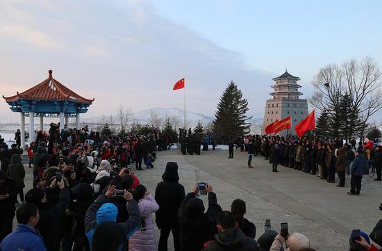 在2017年防川边防部队进行的第一次升旗仪式。