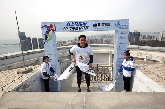 前中国男篮球员张博登顶