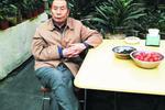 长春81岁老汉迷路走失 身上还挂着接便袋